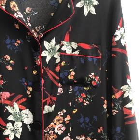 Stor skjorte - kan bruges som kjole (lårkort)