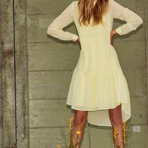 Helt ny smuk kjole med underkjole helt ny og med mærke på endnu 💕🌸