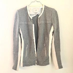 Smukkeste jakke/cardigan fra IRO med lækre detaljer. Brugt Max. 3 gange 🌻
