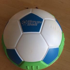 Sælger den hover Ball til indedørs brug. Spark til og den glide hen over gulvet. Lavet af kraftig skumgummi, så den ikke laver mærker når den rammer en forhindring. Kommer fra et ikke ryger hjem. Afhentes i 2990 Nivå eller sendes mod betaling
