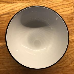 Piet Hein skål på 14 cm.  Den har brugsspor i bunden, men fremstår ellers perfekt, uden skår eller andet.