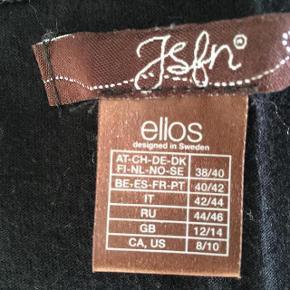 Brand: JSPN - Ellos Varetype: Flot T - Shirt  Oprindelig købspris: 229 kr.    Brugt 3 gange. Er derfor som ny
