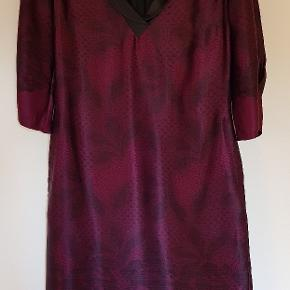 Smukkeste kjole fra By Groth, som jeg desværre ikke kan passe mere. Kan også bruges med bælte.