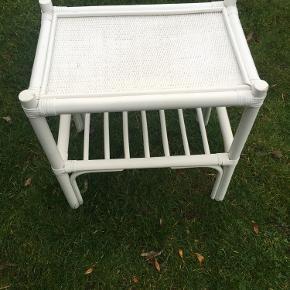 Sofabord / bambus bord / flet bord Hvidmalet og virkelig flot. Sælger da jeg har to :-)