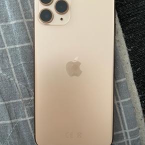 iPhone 11 pro  Hej jeg sælger min telefon, der er panserklasse på telefon og det er det der er gået i stykker, der er ikke nogle ridser i telefon.        Der høre bokse og kvittering med