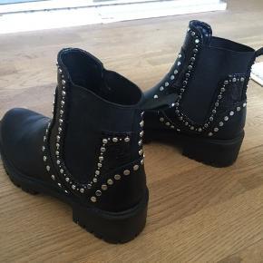 Zara støvler  Størrelse 37 Brugt 1 gang