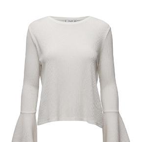 Fin bluse fra Mango med store ærmer ✨ brugt to gange og fremstår som helt ny. Pris er ekskl. Fragt