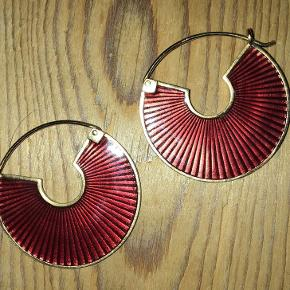 Flotte Jane Kønig-øreringe. Købt for nogle år siden, brugt meget få gange. Æske haves stadig.