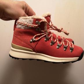 Nike ACG støvler. Forede. Prøvet på, aldrig brugt udenfor.