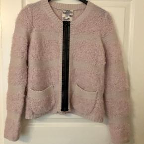 Dejlig varm cardigan i mohair og uld  Fejler intet  Nypris 1499kr  Se også mine andre annoncer 😊
