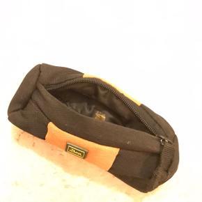 Hunter Godbids penalhus i polyester, som kan bruges til træning og aktivering af hund.