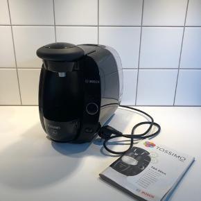 Tassimo kapselmaskine fra Bosch. Brugt enkelte gange. Introduktionshæfte følger med. OBS: mangler kopholderen.   Kan afhentes på Østerbro.