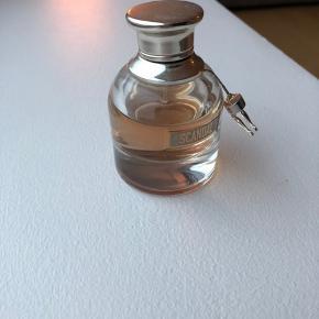 Eau de parfum 30 ml. Cirka halvdelen brugt.