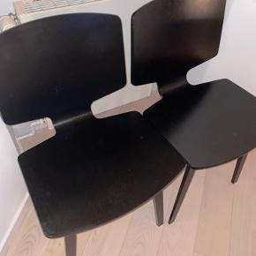 Næsten helt nye Valby spisebordsstole fra Bolia. Sælger 2 stk. sælges samlet - kom gerne med et bud. Tænker 600 kr stykket.