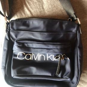 Calvin Klein crossbody-taske