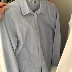 Only skjorte str 40 som aldrig bruges, giv et bud, rigtig fin stand!