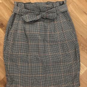 Højtaljet nederdel