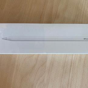 Ny apple pencil (2. gen) sælges da jeg ikke får brugt den. Har aldrig været pakket ud. Kvittering haves ikke længere. 700 kr inkl etui. (Se anden annonce)