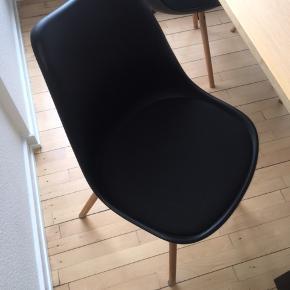 4 x Spisebordsstol KASTRUP sort/eg fra jysk, knap 6 måneder gammelt (original pris 499kr stykket) sælges for 350kr stykket.