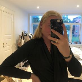 Fin bluse i glitter sælges🥰 Byd gerne - køber betaler fragt🌸