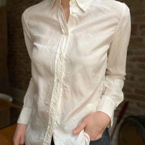 Let skjorte i 100% silke.