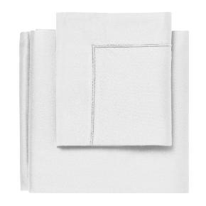 Egyptisk sengesæt (hvid) fra Magasin sælges. Aldrig brugt og i original emballage. Kostede 1.399 kr. fra ny.   Materiale: 100% egyptisk bomuld-satin  Mål: 200 x 200 cm + 60 x 63 cm (2 stk. pudebetræk)  Vil foretrække, at varen afhentes på adressen.