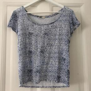 Envii bomulds T-shirt i fint mønster. Str. XS. Nærmest ikke brugt.