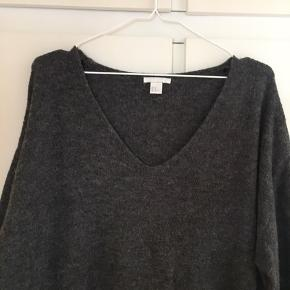 Varm sweater i pæn stand.  3% uld.  Kan sendes på købers regning eller hentes i Helsingør eller på Frederiksberg.