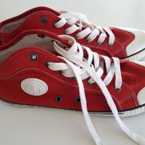 Så fede sneakers sko str 44, kun brugt 1 gang. Fejler intet, er som nye.  #30dayssellout
