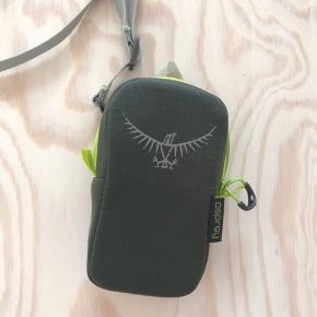 Small camera case, never used. Good for camping  New price 139 DKK