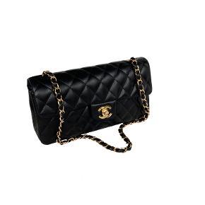 Chanel East West Flap taske i sort med 24k ægte guld på hardware. Næsten som ny stand.   Mål: 25x12x5cm.   Fast pris: 17800dkk. For nærmere info og køb skriv til Info@deedee-tasker.dk