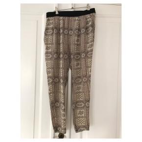 Smukke silkebukser Se også mine andre annoncer eller følg mig på Instagram @2nd_love_preowned_fashion