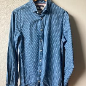 Vintage Tommy Hilfiger skjorte i medium. Super fin stand. BYD gerne