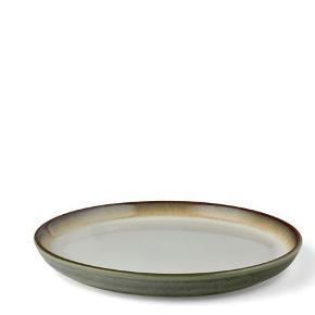 5 stk smukke Bitz middagstallerkener sælges KUN samlet. Ø27.  Farven veksler fra hvid til Creme/brun i kanterne.  Prisen er ikke til forhandling. Ny pris for 5stk er 500kr