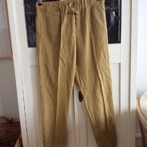 Bukserne er fra GoColours, har aldrig været brugt, 100% hør. Farven vil jeg kalde majs.