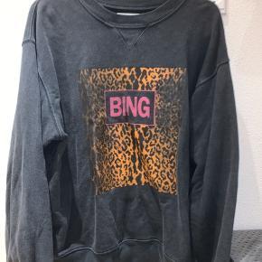 Ny Anine Bing sweatshirt, brugt få gange. Sælges kun ved rette bud. Ellers bytter jeg med en Anine Bing sweatshirt i str. xs.