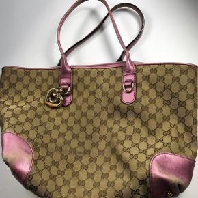 Gucci gg monogram shoulderbag Meget sjælendt at man ser den her model 100 % ægte, købt gennem secondhand Cond 6/10  kun skader udenvendigt se alle billeder Køb nu 1600 ink fragt