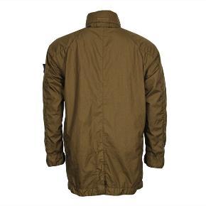 Grøn Stone Island Membrana 3L TC jakke sælges. Super lækker jakke i let og vandafvisende materiale. Jakken er brugt lidt, men fremstår i rigtig fin stand. Str. XL Nypris: 5300,-