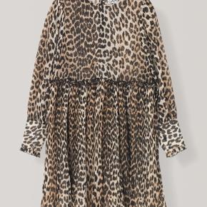 Fin kjole fra Ganni, som desværre ikke klæder mig pt. grundet gravid mave. Helt ny. Nypris 1500. Mp 700.