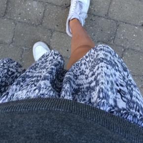 Hjemmesyet nederdel med elastik i taljen