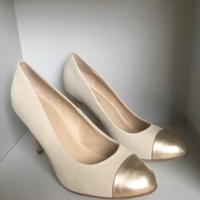 Mærke: Graceland Størrelse: 38 Farve: beige Stand: Ubrugt Stilet sko  Sælges kr 120