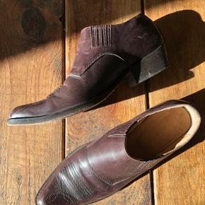 Lækre læderstøvler fra Rabens Saloner.  Obs. lidt små i størrelsen.