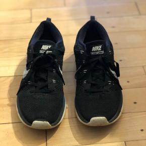 Sælger disse letvægts løbesko 'Nike Lunar Run'.  Fantastisk komfort.