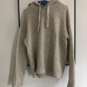 Blød strikket hættetrøje i lys grå/beige 🤍