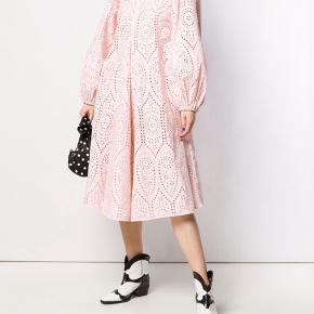 Smuk kjole fra ganni Str 36 men passe også af en 38