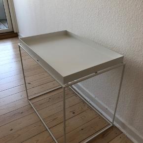 Meget velholdt bord fra HAY. Nypris 1399 kr - bud er velkomne.  Sender gerne flere billeder :-)