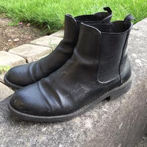 b6fb9ca6783 Støvler fra Bianco Str. 39 Brugt 2 vintre ses kun under støvlerne Byd