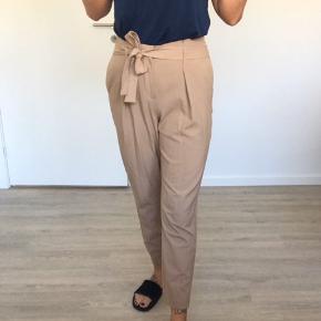Smukke bukser med fin bindebåndsdetalje 🧡🧡