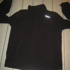 Varetype: Softshell-jakke Farve: sort Oprindelig købspris: 800 kr.  Velholdt og lækker shoft-shell jakke fra Signal. Mindstepris 100+