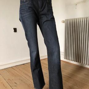 Flotte Shelby jeans fra Hilfiger denim. Brugte lidt men fejlet intet.  Byttes ikke.